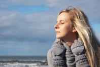 Eine Frau am Meer
